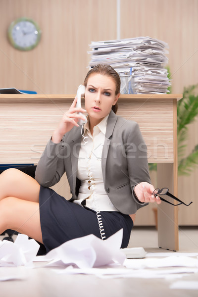 Foto stock: Businesswoman under stress from too much work in the office